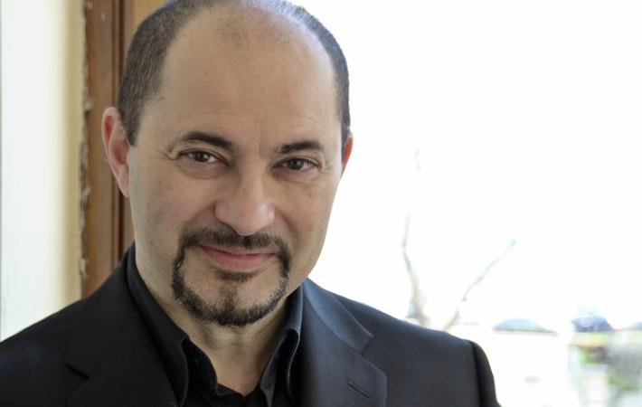 """Domenico Balzani sarà Figaro ne """"ll BARBIERE DI SIVIGLIA"""" al <b>Teatro Carlo</b> ... - domenico-balzani-baritono1-710x450"""